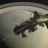 カッシーニ、お別れの直前に衛星タイタンの画像