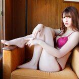 アンジェラ芽衣『ヤングアニマル』初登場で表紙、ミステリアスな美貌とセクシーな肢体