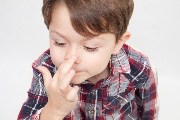 口 から 鼻くそ の 塊