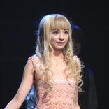 入来茉里、ヒロイン役の舞台『黒薔薇アリス』で二役 & シンクロ芝居を熱演
