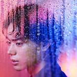 菅田将暉 初の自身作詞シングル『呼吸』ガラス越しの美しいアートワーク公開