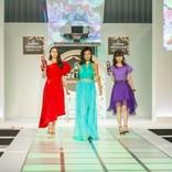 小島瑠璃子 エメラルドグリーンのドレス姿がセクシー