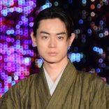菅田将暉、舞台あいさつで珍しく緊張 広瀬すず、街中での打ち上げ花火に感激