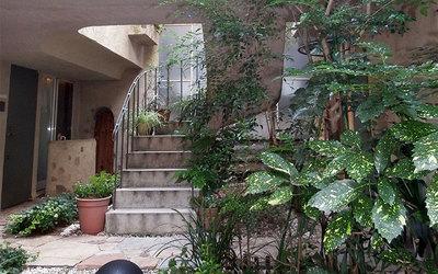 まるでジブリの世界 「中庭アパルトメント」の美と機能【名物賃貸におじゃまします(1)】