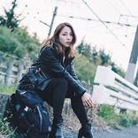 吉川友、1/17発売ニューシングルのMVが2曲同時公開 「強い女性」をテーマに2作で1本のショートムービーのような仕上がりに