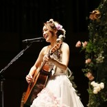 chay ウェディングドレス姿で弾き語りワンマンライブ開催