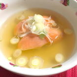 すたみな太郎考案の「鮭茶漬け」が斬新と話題 → 寿司にうどんつゆをぶっかけて茶漬けと呼ぶ / 料理が台無しだと思いながら試してみた結果