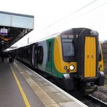 顔は通勤電車、走りは「新幹線」? JR東が運営権を獲った英国の電車に乗ってみた【さかいもとみの旅力養成講座】
