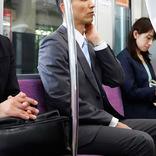 電車内で上司のつまらない話に爆笑する、若手社員 『ひと言』に座布団一枚!