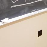 女子大生が黒板に書いた『心の叫び』 凄まじい葛藤に、賛否両論の声