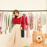 白石麻衣の春モテコーデ♡定番ワイドパンツも、肌見せ赤ニットで女っぽ見え!