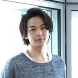 """中村倫也、『崖っぷちホテル!』浜辺美波との""""コンビ芸""""に自信"""