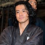 小栗旬が演じる坂本龍馬 鈴木亮平が「海上がりのサーファー」といじる