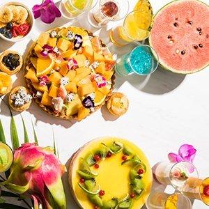 約30種類のフルーツを使った「スイーツビュッフェ ~桃のパフェ付~」