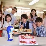 """田中圭、特製メルヘンケーキと""""イカづくし圭34""""で誕生日を祝福される"""