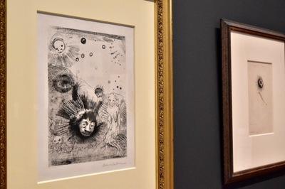 左:オディロン・ルドン 『起源』より《表紙=扉絵》1883年 岐阜県美術館