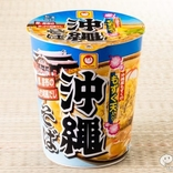 沖縄グルメの隠し球・もずく天の美味しさを、知っているか!? 『マルちゃん 沖縄そば もずく天入り』!