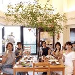 元AAA伊藤千晃、出水麻衣らとの料理教室ショット公開に反響「顔ちっちゃ!」