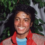 故マイケル・ジャクソン、60歳の誕生日を祝う招待制のイベントが開催 ジャクソン・ファミリーも出席
