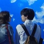 吉沢亮&新木優子、江の島仲良しデートショット公開「あのコの、トリコ。」