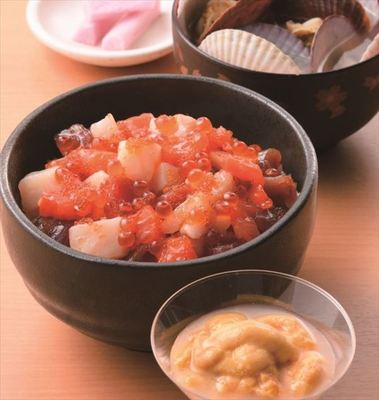 「うに丼セット」(ホタテの稚貝の味噌汁、長芋のしそ漬け付、1人前、3,996円) 京王百貨店限定