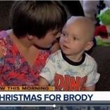 余命1か月の2歳児に早めのクリスマス 人々からの励ましに父親が感謝の気持ち綴る(米)
