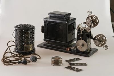 「エジソン ホームキネトスコープ」 所蔵:国立科学博物館