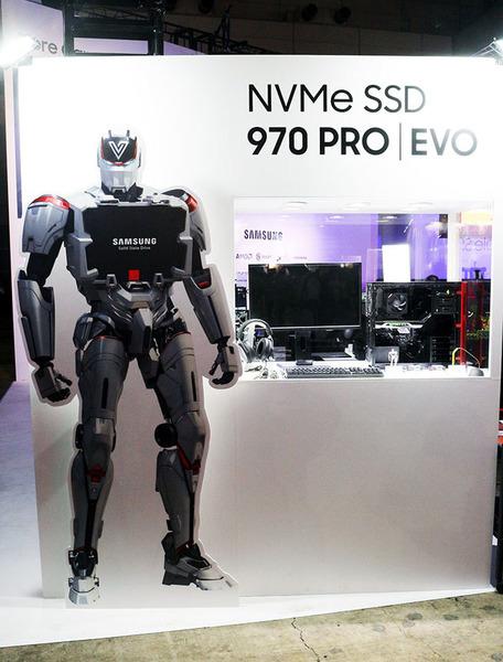 Samsung製の次世代SSD/撮影:梅田勝司