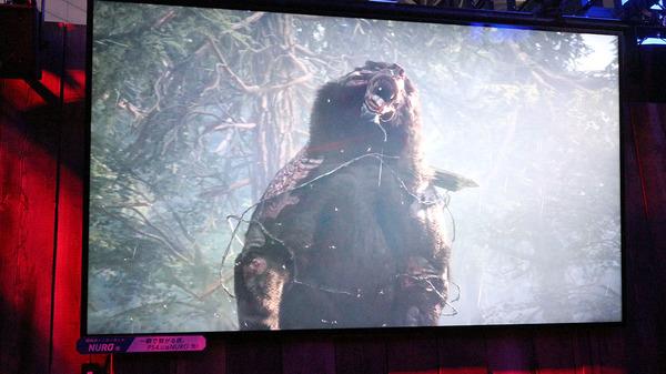 巨大熊だけでなく犬?も出てくる/撮影:梅田勝司