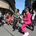 アロー・ブラックが音楽探求の旅に出る映画『アメリカン・ミュージック・ジャーニー』場面写真解禁