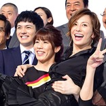 「軽くてびっくり!」米倉涼子、吉田沙保里にお姫様抱っこされてご満悦