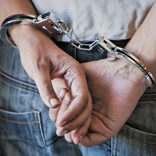 タバコ代目的で通行人に襲いかかった3少年 逮捕も「どうしようもない」の声