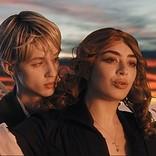 1999年へのリスペクトが詰まった、チャーリーXCX&トロイ・シヴァンによる「1999」MV公開