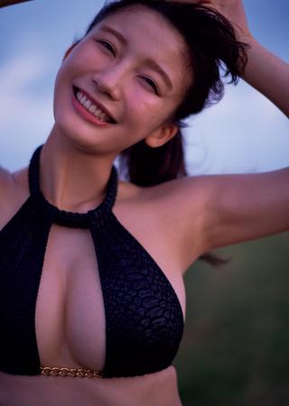 小倉優香、20歳なって初の撮り下ろしグラビアにKO - 趣味女子を応援するメディア「めるも」