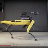 """ボストン・ダイナミクスの犬型ロボット、今度はダンスで """"ムーンウォーク""""を披露する"""