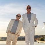 ジェシカ・シンプソン夫妻『ツインズ』のでこぼこコンビに仮装 「今世紀最高!」称賛受ける