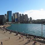 オーストラリアでは日焼けは幸運・健康の証? 美白を求めがちな日本人との違い