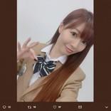 折井あゆみ、舞台パンフレットでAKB48のような制服姿「チームA…懐かしい響き」