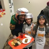 マライア・キャリーの元夫ニック・キャノン、感謝祭は双子を連れてボランティア活動へ