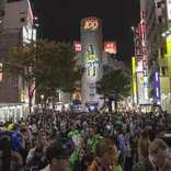 渋谷ハロウィン、軽トラ横転で4人逮捕 「警察よくやった」「スカッとした」