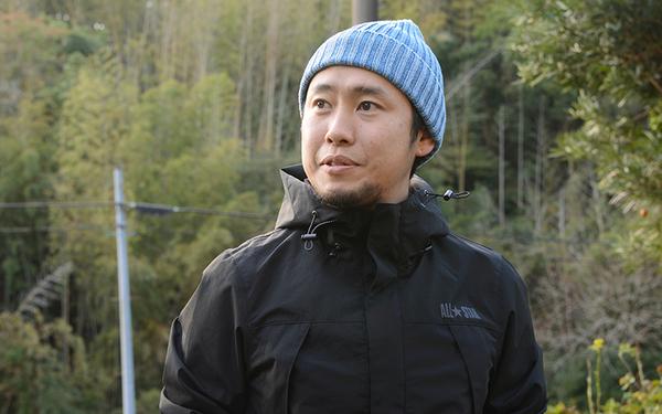 川鍋宏一郎さん。東京に本社のある外資系IT企業に勤務。キャンプ好きが昂じて南房総と綱島のデュアルライフをするようになった(写真撮影/内海明啓)