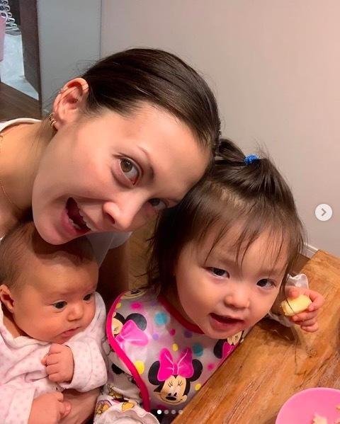土屋アンナ、子供3人との幸せショット公開に反響「目がみんなアンナちゃん」「幸せいっぱい」 - 趣味女子を応援するメディア「めるも」