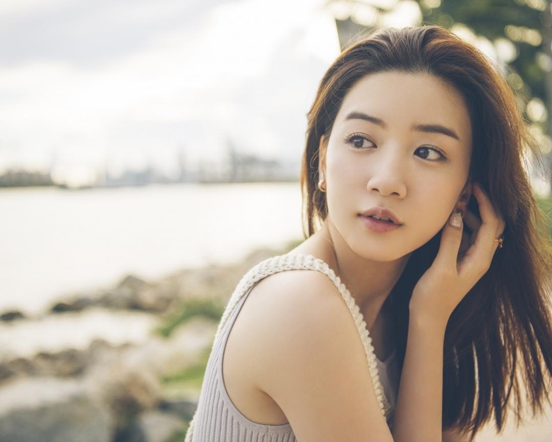永野芽郁 Iphone X 壁紙 1125x2436 振り向きポーズ 女性タレント
