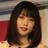桜井日奈子、バスタオル1枚で走り回る姿に反響『僕の初恋をキミに捧ぐ』第1話