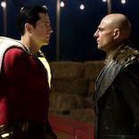 強烈デコピン、手から稲妻、超高速移動! 映画『シャザム!』予告で15歳のスーパーヒーローが悪ノリ全開
