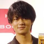 佐野勇斗と山﨑賢人の『兄弟ショット』にファン大興奮! 書道6段の腕前がスゴイ…