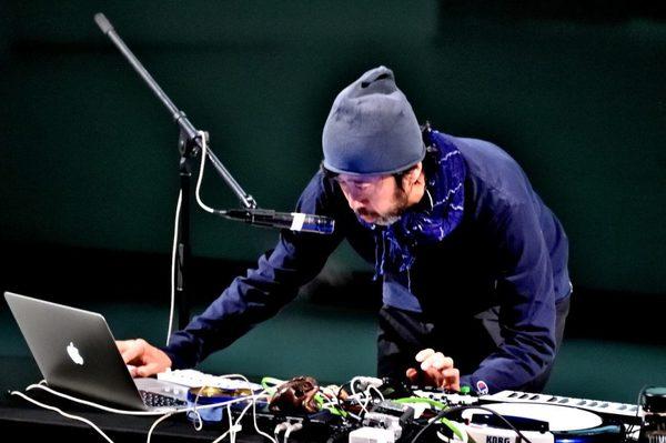 サウンドデザイナーKuniyuki Takahashiさんのライブ