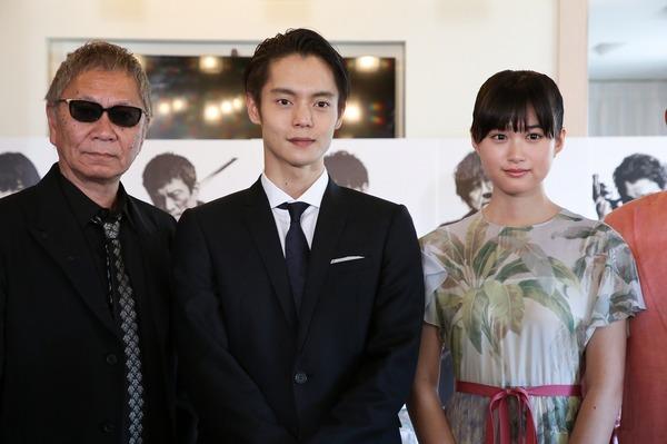 左から、三池崇史監督、窪田正孝、小西桜子 (C)Kazuko Wakayama