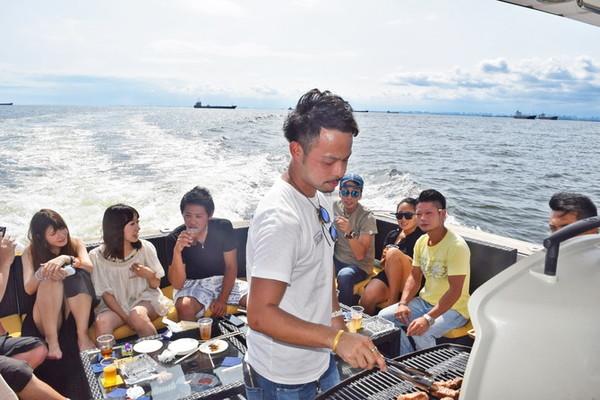 船上バーベキュー・Anniversary Cruise