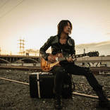 TAKURO、GLAYのライブ撮影を行なうカメラマン・岡田裕介の写真集リリース記念イベントに登壇